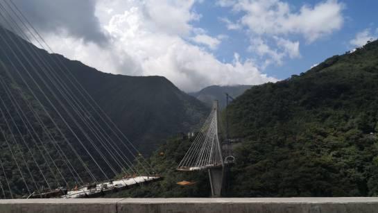 desplome puente vía Bogotá Villavicencio: Siete muertos por desplome de puente en construcción en vía Bogotá - Villavicencio