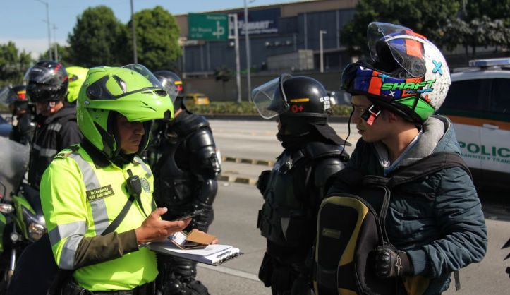 Noticias Bogotá: Pico y placa ambiental deja más de 500 infracciones: Más de 500 multas en los primeros días de pico y placa ambiental en Bogotá