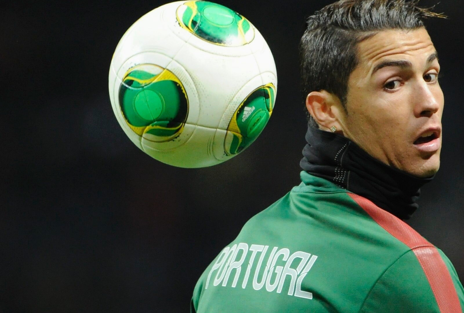 Cr7 Wallpaper Iphone Cristiano Ronaldo Portugal Practice Session Wallpaper
