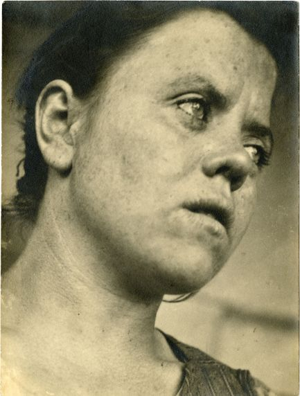 Irena Blühová, Portrait of a Cleaning Woman in the Bauhaus