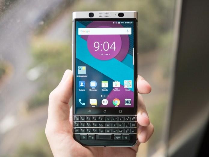 https://i0.wp.com/crackberry.com/sites/crackberry.com/files/styles/large/public/article_images/2017/01/blackberry-mercury-pre-production-12_0.jpg?w=696&ssl=1