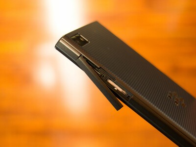 BlackBerry Z3 card slot