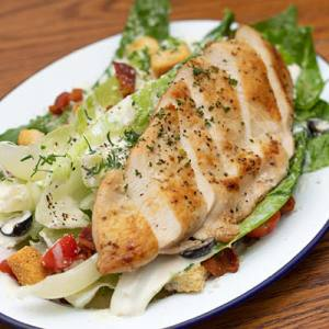 Romaine lettuce served with housemade creamy dressing, olives, bacon bits, croutons and grilled chicken.