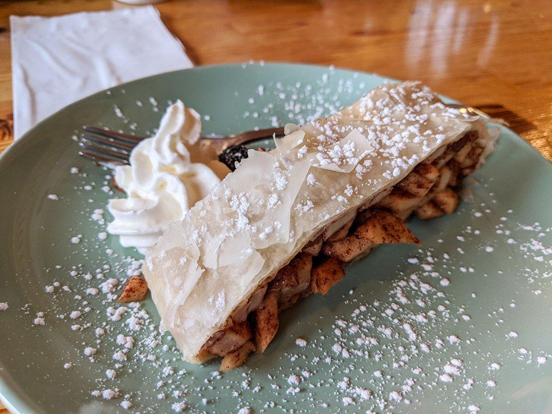 Mount Engadine Lodge apple pie