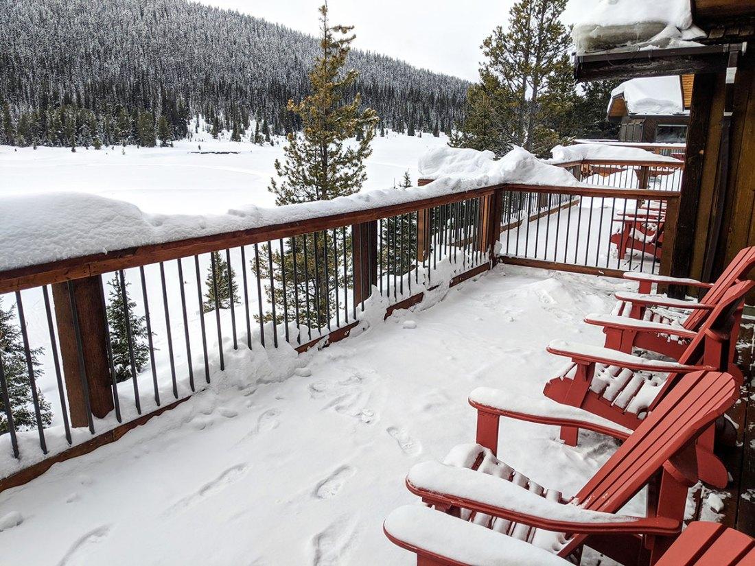 Mount Engadine Lodge Birdwood Cabin deck