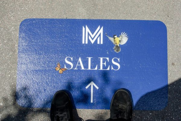 Wayfinding signage makes it easy for attendants to navigate a venue.