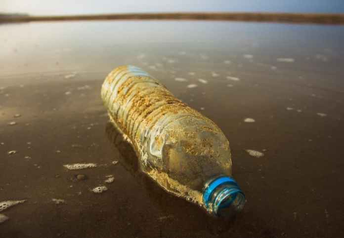 Researchers create Degradable Plastic which easily decomposes in Sunlight and Air