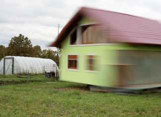 Self-Taught Inventor Built a Rotating House so that His Wife can Enjoy Changing Views