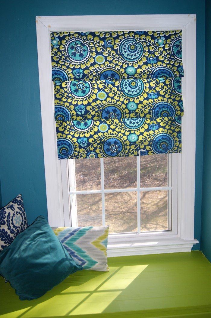 How to turn old window blinds into roman shades  Craft projects for every fan