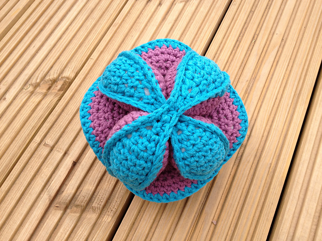 Crochet Amish Puzzle Ball