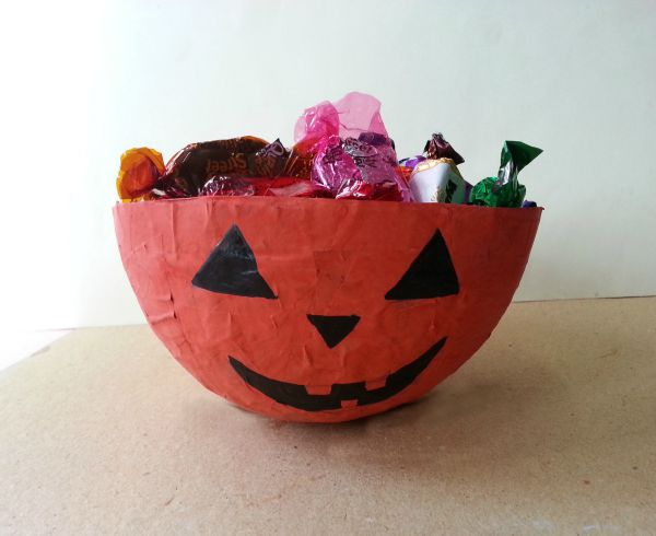 Balloon Mod-Podge To Halloween Candy Bowl