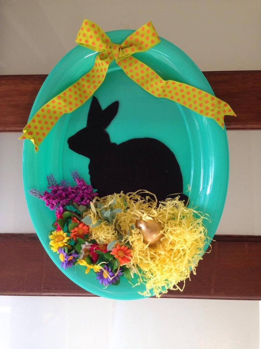 Bunny on a Plate Makes this Easter Wreath!
