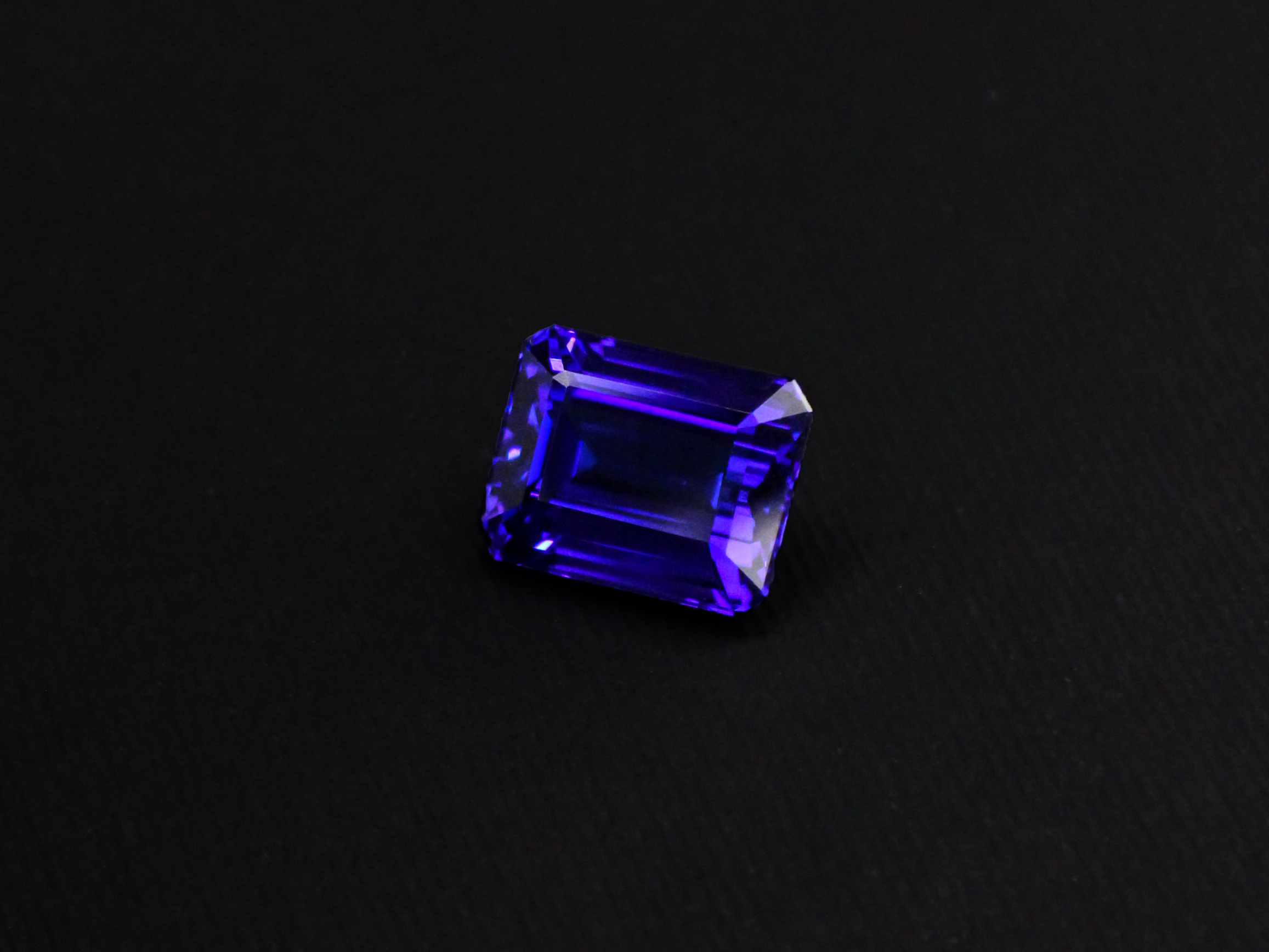 7.8 carat electric blue natural tanzanite from tanzania bespoke jewellery
