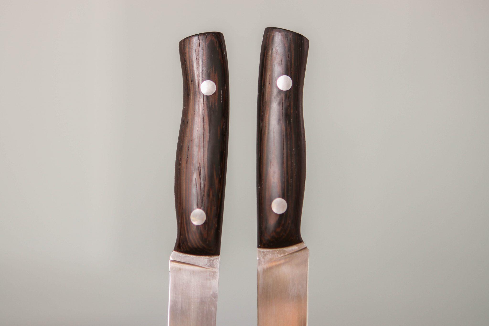 Lander Verschueren mes messen zelfgemaakt handgemaakt wapen staal metaal metaalbewerking smeden smeed smid leer leren hoes schede patattenmes