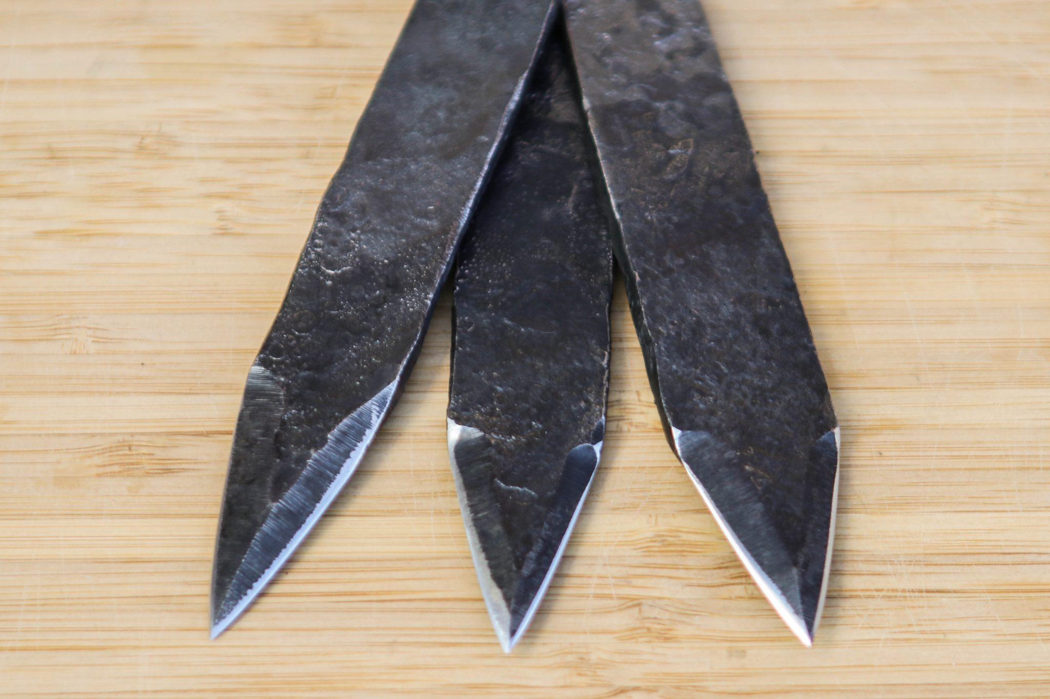 Lander Verschueren mes messen zelfgemaakt handgemaakt wapen smeden smid leer leren leder hoes schede werpmes werpmessen