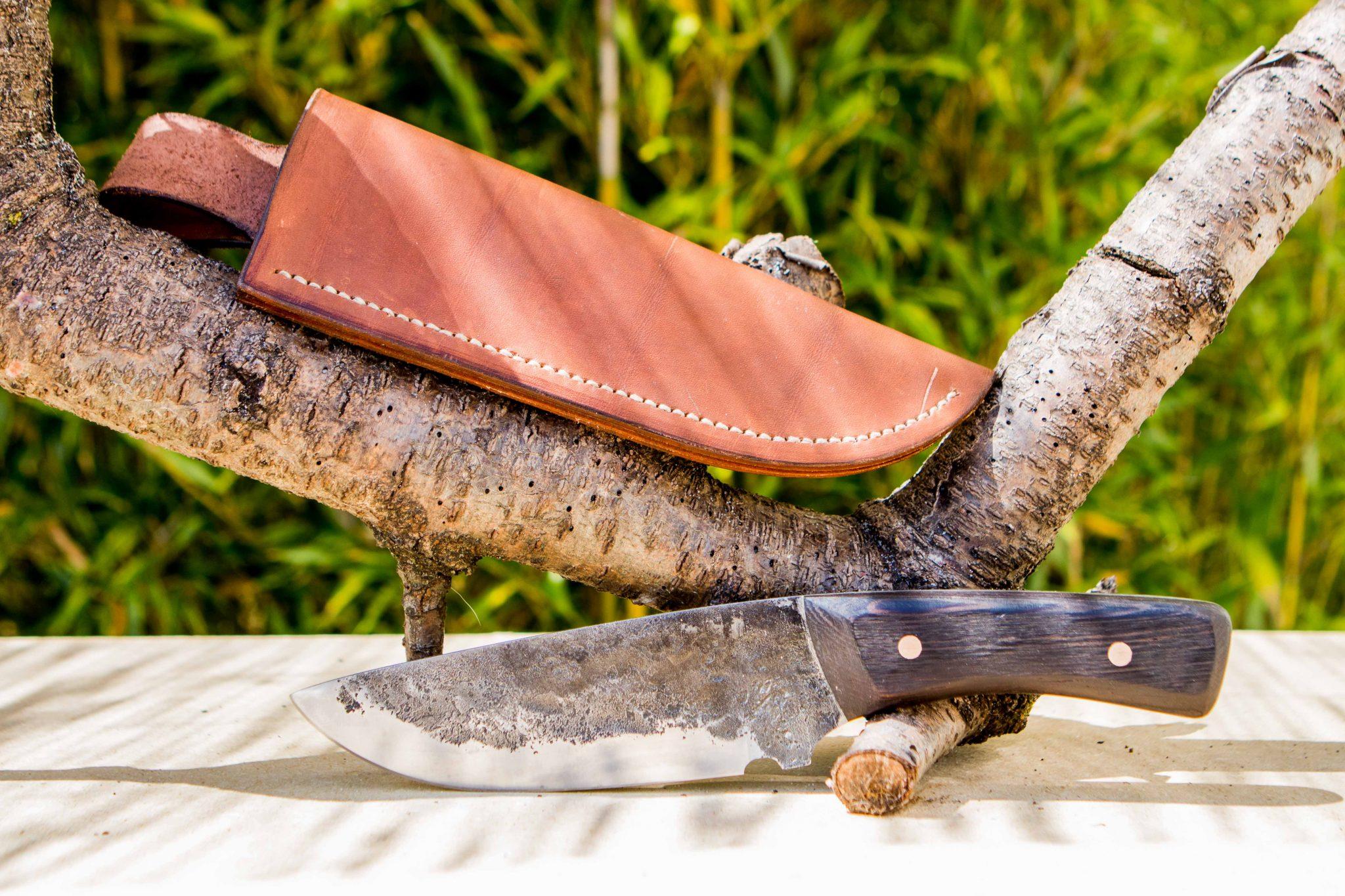 Lander Verschueren mes messen zelfgemaakt handgemaakt wapen smeden smid leer leren leder hoes schede jachtmes