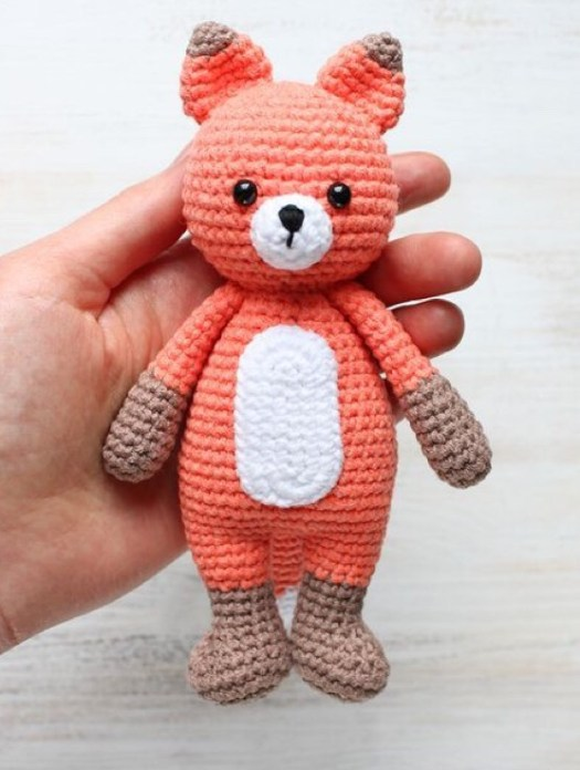 What a sweet crocheted fox pattern! Fits in your hand!