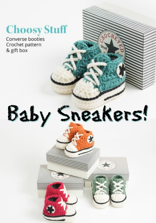 How fun are these crocheted Converse baby booties! I need a pair in my size! They're so cute! High top sneakers for baby! Great handmade gift idea! #crochet #pattern #slippers #baby #sneakers #booties #babybooties #crafts #yarn #craftevangelist