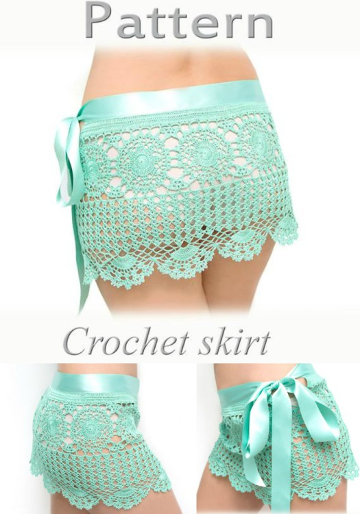 Cute crochet skirt pattern, perfect beach cover up! I love this! So cute and I love the ribbon topper! I need to make myself one of these! #crochet #pattern #crochetpattern #crafts #yarn #diy #beachwear #skirt #crochetforwomen #craftevangelist
