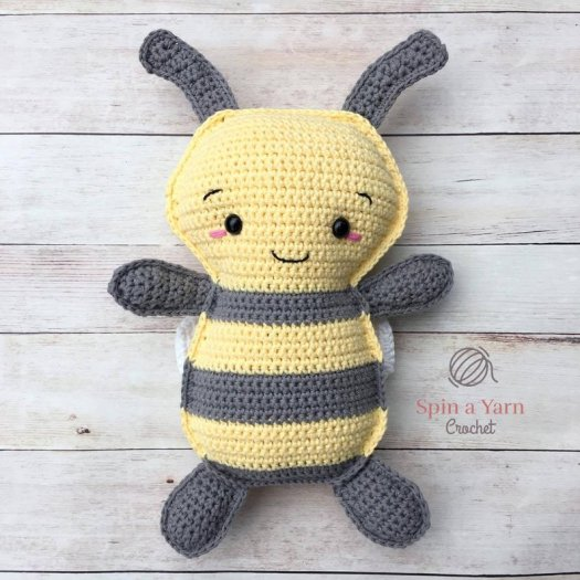 How to Crochet a Bumble Bee Amigurumi - Club Crochet | 525x525