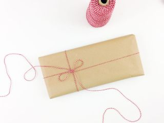 How to tie a bow for gift wrapping
