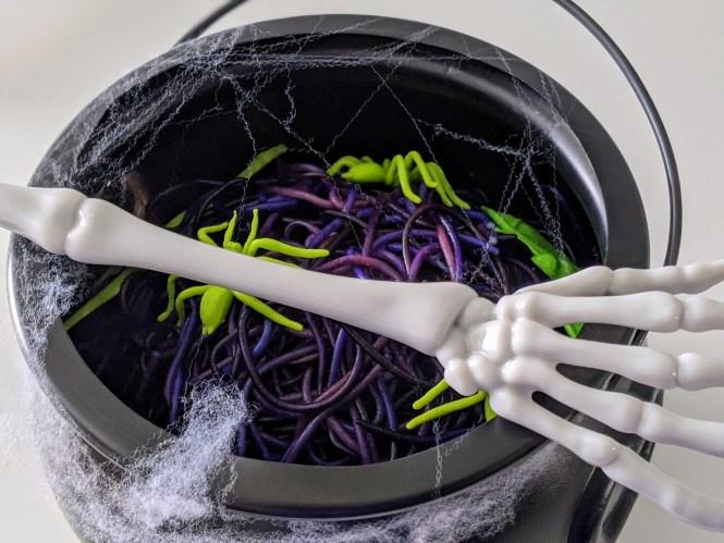 awesome Halloween sensory activity with spaghetti