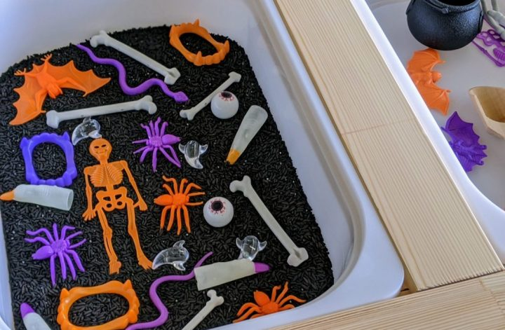 super simple Halloween sensory bin for kids