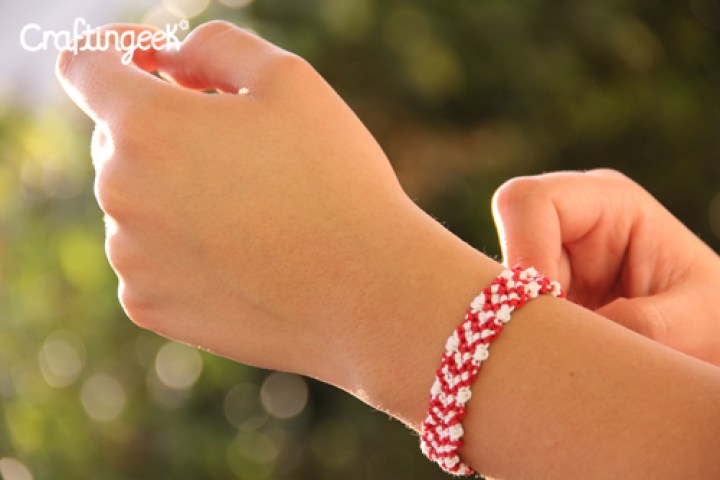 Blog_pulsera-macrame-corazones-sin-relleno-wristband-heart2