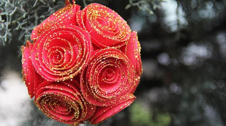 rosas esferas de papel