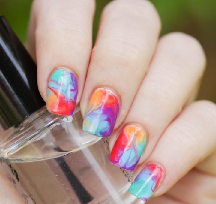 efecto-marmoleado-en-manicure