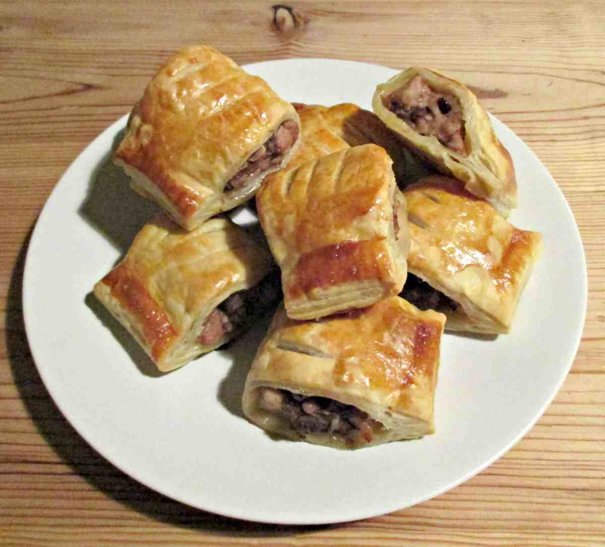 Craft invaders hunter s sausage rolls for Sausage roll recipe uk