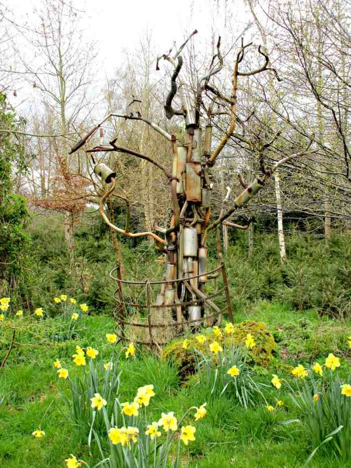 The Elemental Sculpture park is a fabulous outside sculpture gallery, set in stunning woodland gardens, exhibiting over 90 sculptures in the heart of the Cotswold Water Park in Gloucestershire, UK