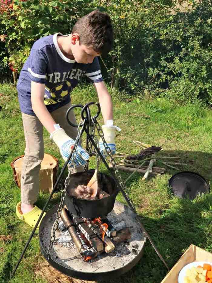 I believe teaching kids to cook is an essential part of ensuring they develop healthy nutritional habits. Campfire cooking is a brilliant way to make food fun and capture their interest #HealthyRedMeat