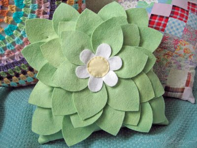 felt-leaf-pillow-tutorial