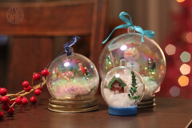 holiday-snow-globe
