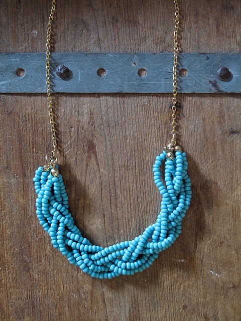 beaded-blue-necklace-diy