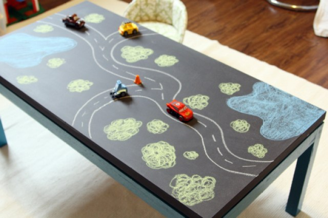 chalkboard-kids-table-playroom