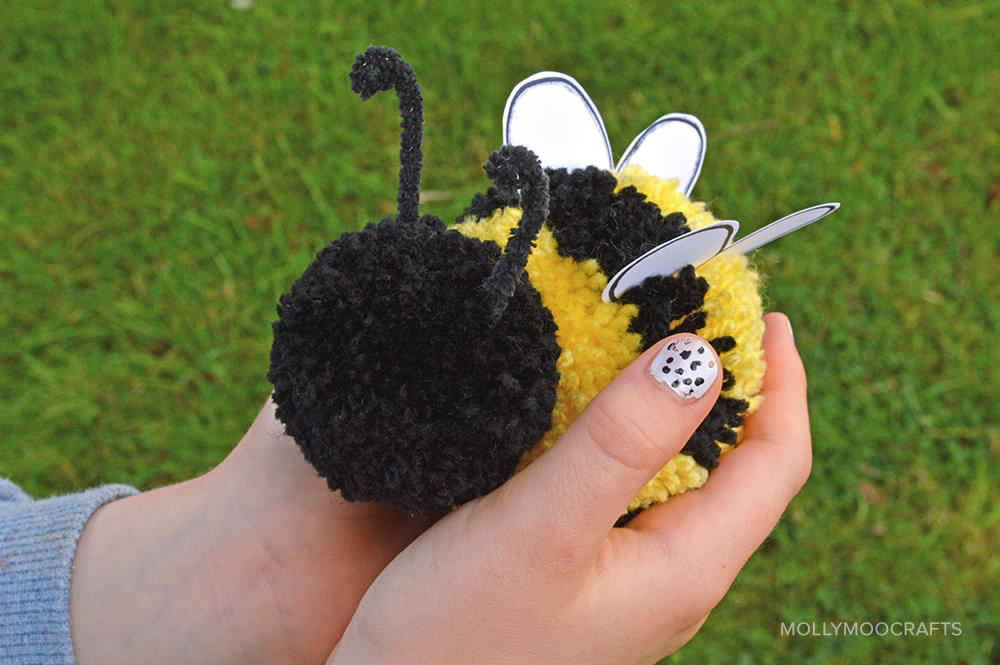 Welcome spring with 10 super easy bee craft ideas for kids for Cute pom pom crafts