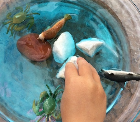 Ocean water bin sensory play. Perfect sensory activity for kids and babies.