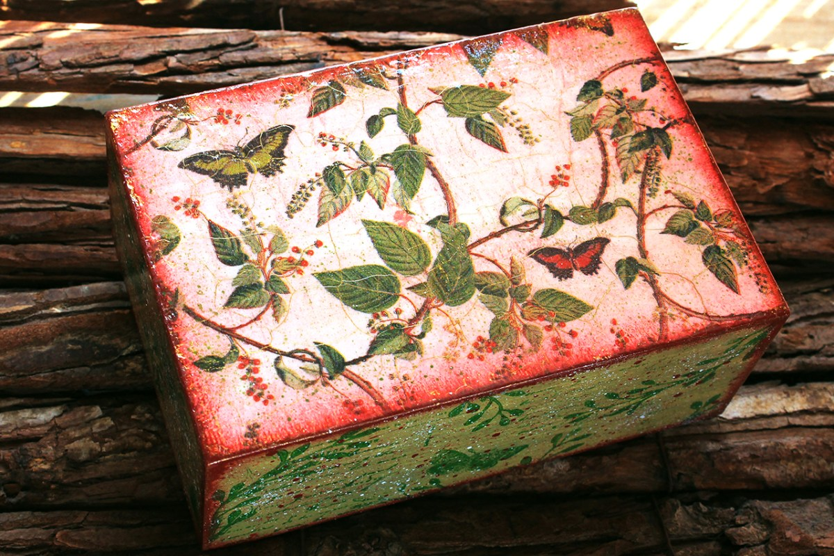Ξυλινο κουτι με decoupage, vines and butterflies