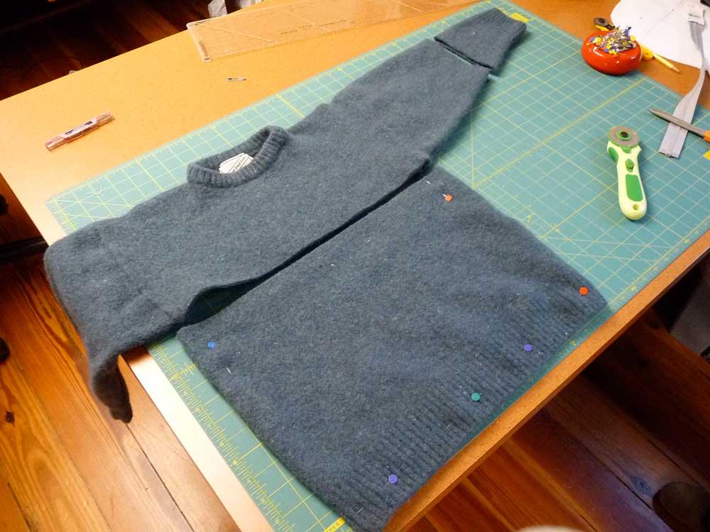 sweater-bag-sliced