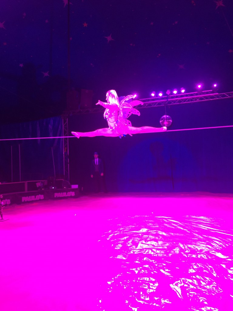 Paulos Circus 2021 doing the splits on a tightrope