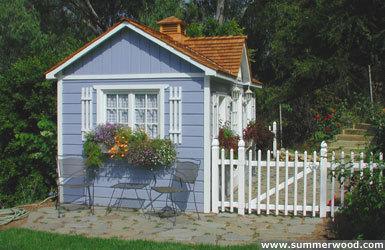 Градинска къщичка с цветя