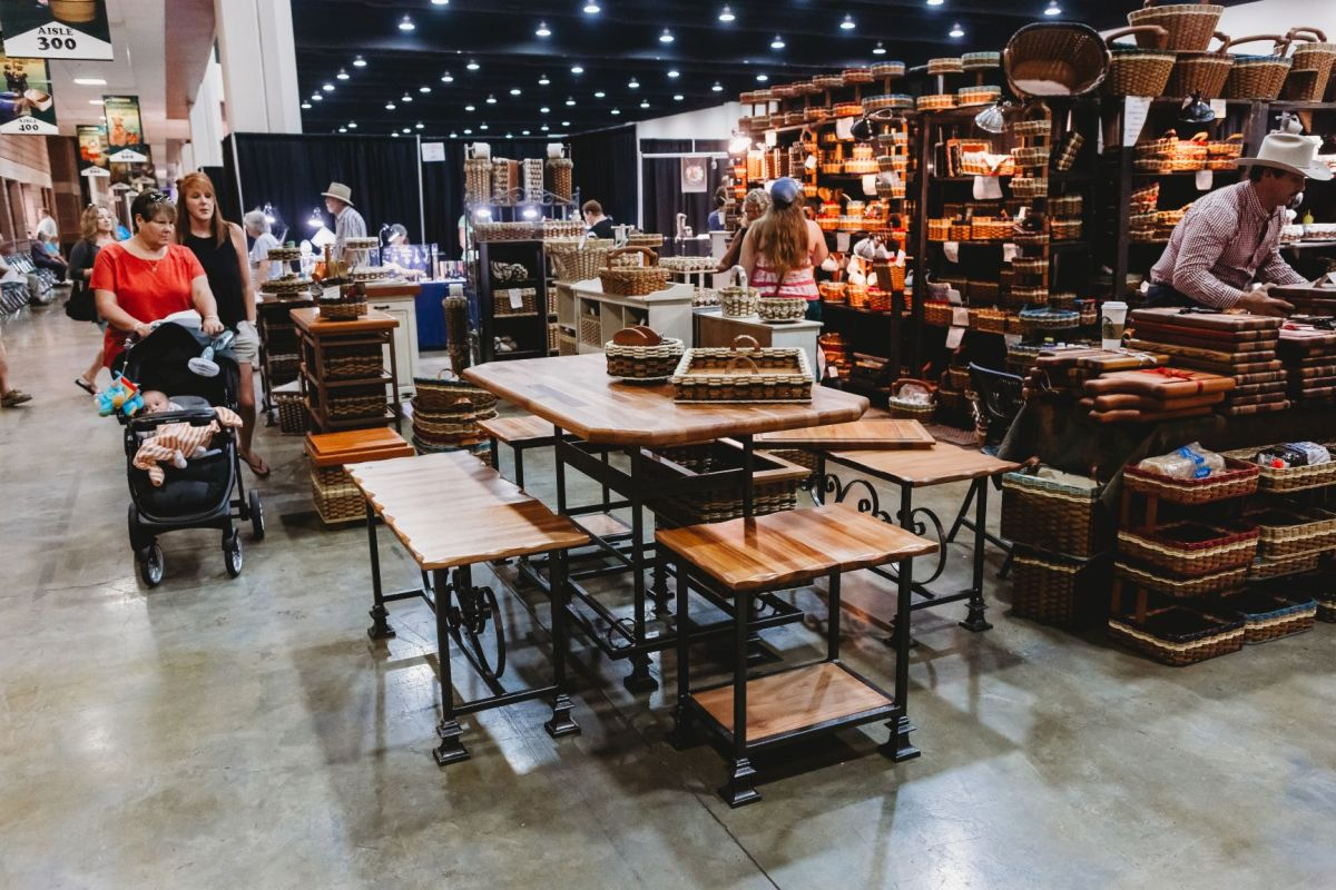 2018 Nelson's booth and shoppers 2 mp for email