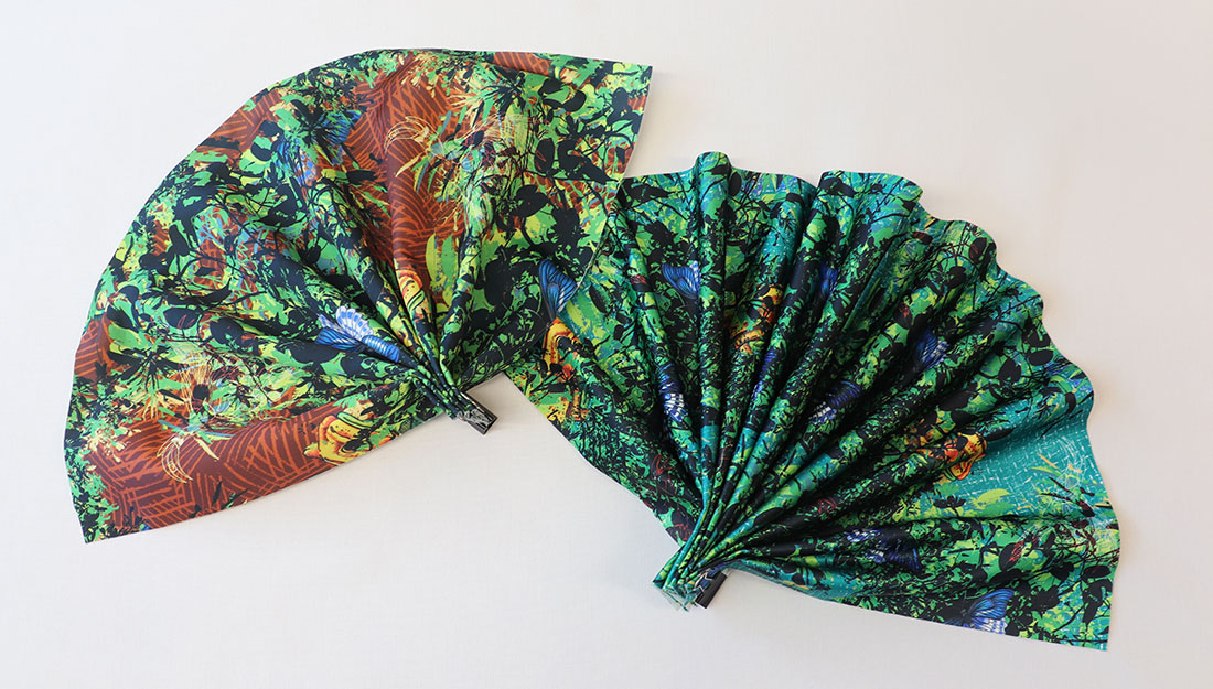 Fans made of cloth printed with a pattern of birds and trees.