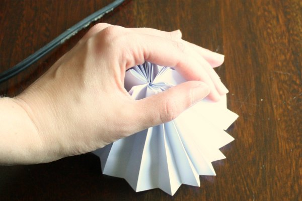 paper-medallion-step6