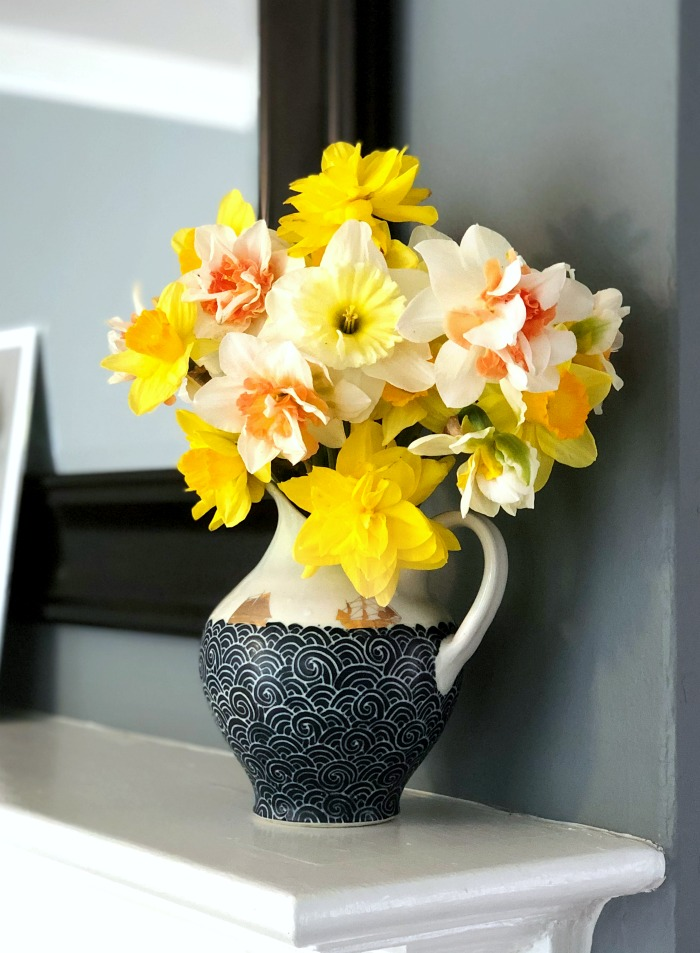 Cut daffodils make a beautiful flower arrangement.