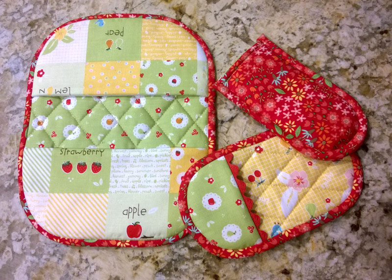 Riley Blake Sweet Orchard Fabric used on Pot Holders and Pinchers book