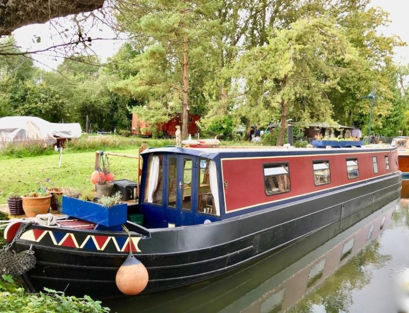 Lark Rise III - Cotswold narrow boat accommodation