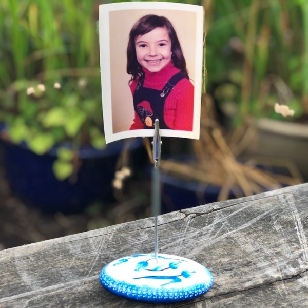 Memo or photo holder with blue and white tulip design with photo in situ
